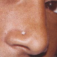 pin piercing diamant au nez avec un dans la narine on pinterest. Black Bedroom Furniture Sets. Home Design Ideas